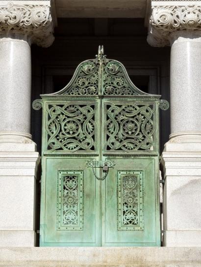 Mausoleum Gate: Dr. Samuel Merritt mausoleum
