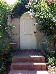 Elmwood, Berkeley-Check out the Tulip Handle on this one!